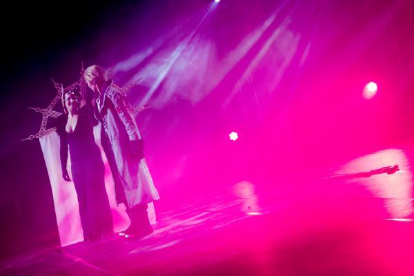 http://kuvat.aniki.fi/albums/2015-09-05_traconx-wcs_pari_design-teppo_suominen/normal_Tracon_2015_Suominen-590.jpg